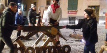 Fest auf dem Markt von Bormio mit der Aktion Säge Dir ein Andenken